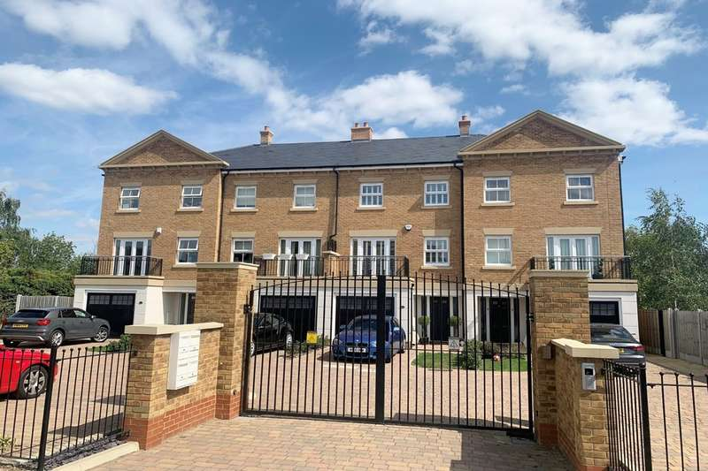 4 Bedrooms Town House for sale in Claud Hamilton Way, Hertford
