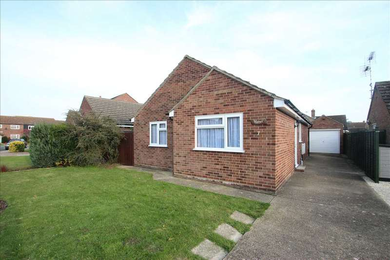 2 Bedrooms Bungalow for sale in Farmers Way, Clacton-on-Sea