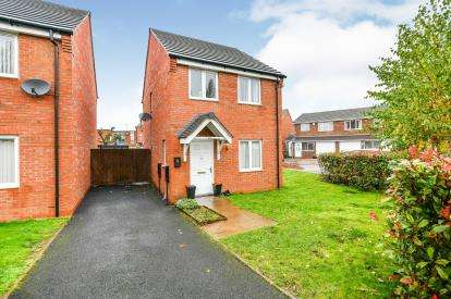 3 Bedrooms Detached House for sale in Henley Close, Walsall