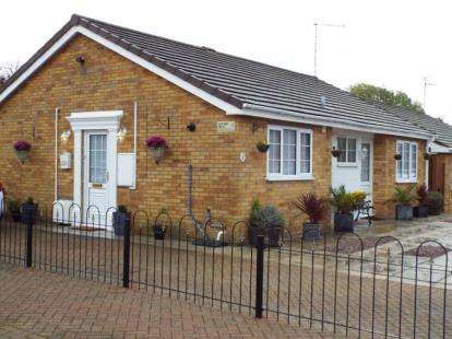 2 Bedrooms Bungalow for sale in Chatteris, Cambridgeshire