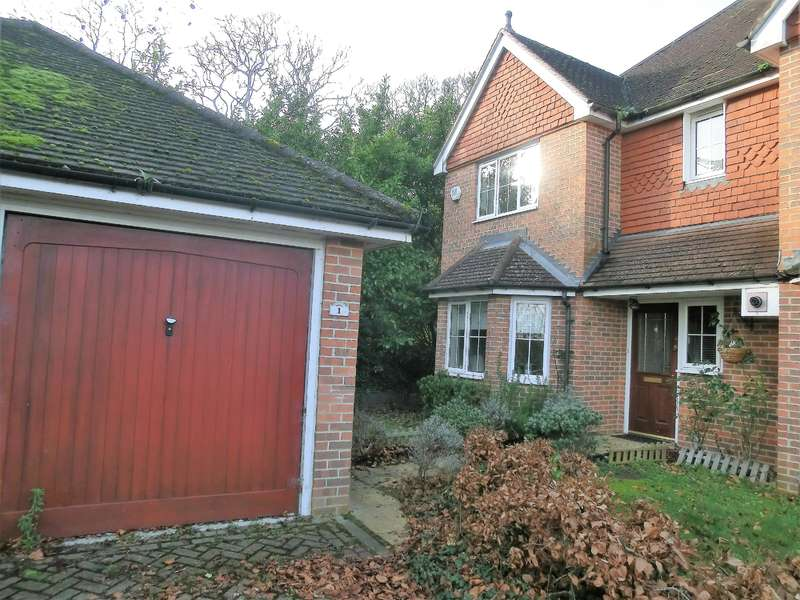 3 Bedrooms Semi Detached House for rent in Smalley Close, Wokingham, Berkshire RG41 4AP