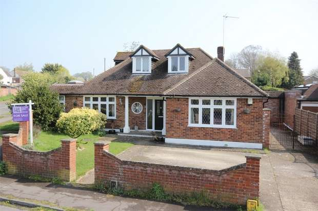 4 Bedrooms Detached House for sale in Deancroft Road, Chalfont St Peter, Buckinghamshire