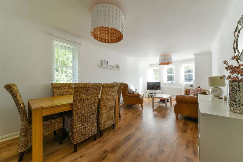 2 Bedrooms Apartment Flat for sale in East Road, Reigate, RH2 9EX