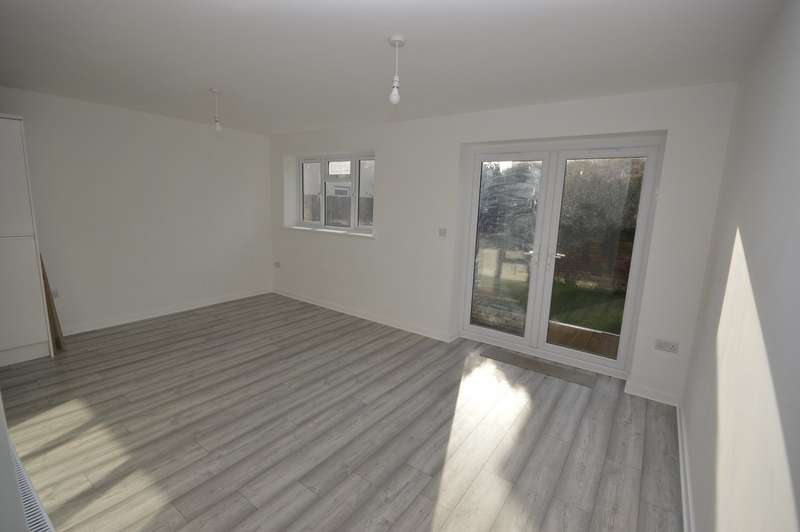 2 Bedrooms Apartment Flat for sale in Main Road, Hoo, Rochester, Kent, ME3