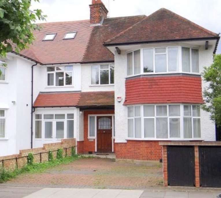 5 Bedrooms Semi Detached House for sale in RAVENSCROFT AVENUE, GOLDERS GREEN, London, NW11