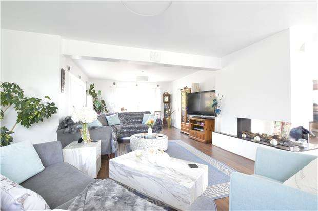 4 Bedrooms Detached Bungalow for sale in Lancing Close, HASTINGS, East Sussex, TN34 2PL