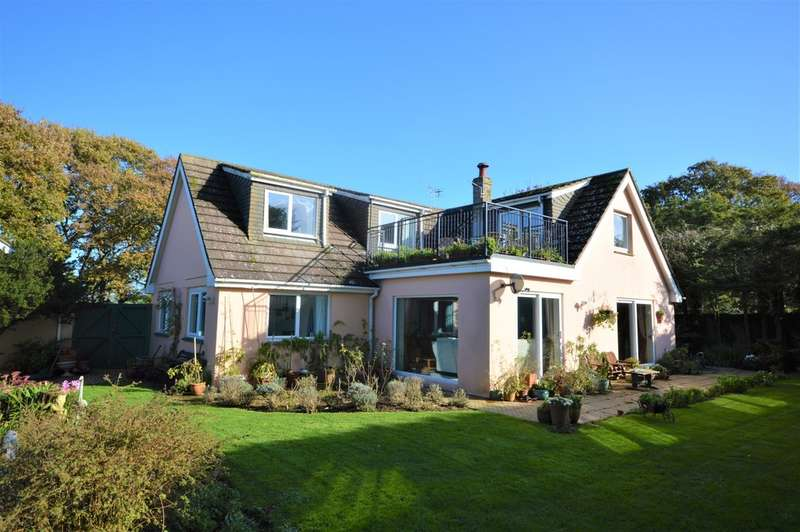 5 Bedrooms Detached House for sale in Newchurch
