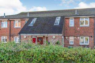 2 Bedrooms Maisonette Flat for sale in Main Road, Sutton At Hone, Dartford, Kent
