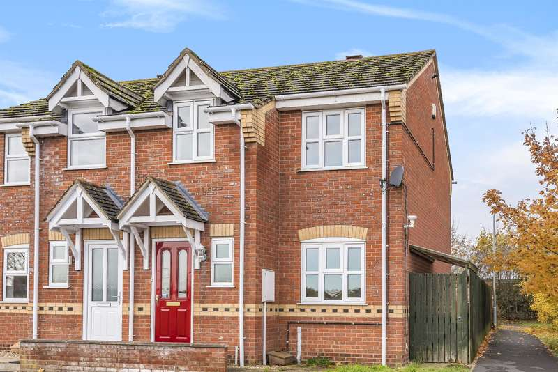 3 Bedrooms Semi Detached House for sale in Thomas Gibson Drive, Horncastle, Lincs, LN9 6RX