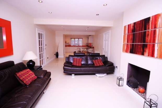6 Bedrooms Detached House for sale in St. Marys Avenue North, Southall, UB2