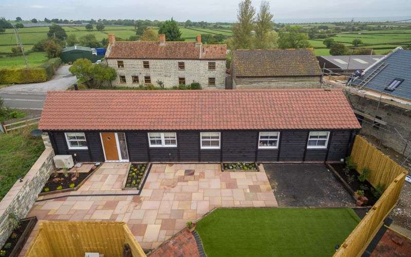 2 Bedrooms Property for sale in Riggiston Barns Walton, Street