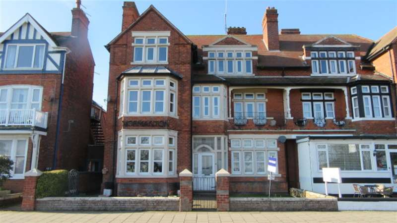 2 Bedrooms Flat for rent in South Parade, Skegness, Lincolnshire, PE25 3HP