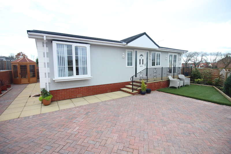2 Bedrooms Mobile Home for sale in Blackpool Road, Kirkham