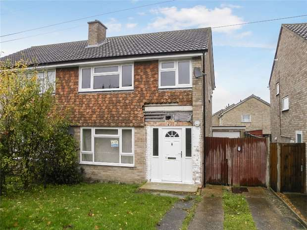 4 Bedrooms Semi Detached House for sale in Caister Road, Bedford