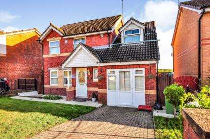4 Bedrooms Detached House for sale in Moorwood Drive, Oldham, Greater Manchester
