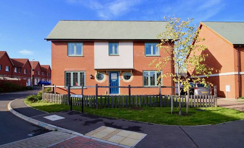 4 Bedrooms Detached House for sale in Hobby Drive, Priors Hall Park, Weldon