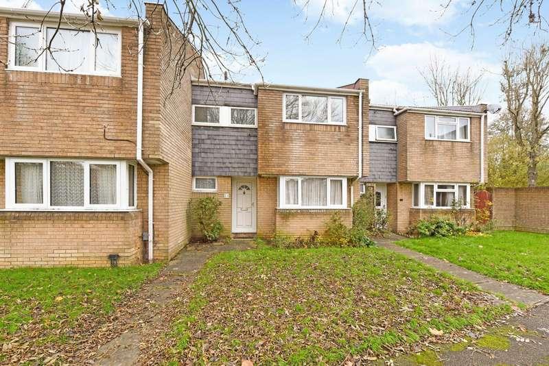 3 Bedrooms Terraced House for sale in Robin Hood Close, Farnborough, GU14