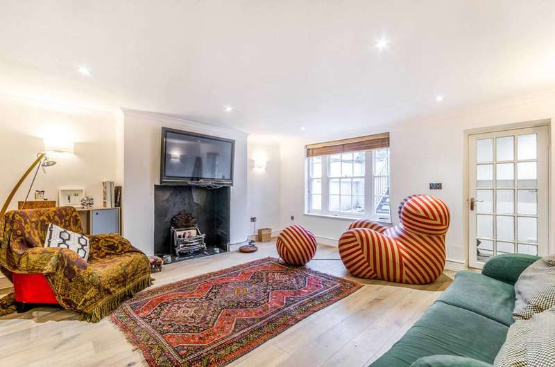 2 Bedrooms Maisonette Flat for sale in Barnsbury Road, Barnsbury, N1