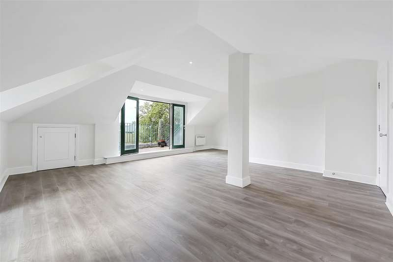 2 Bedrooms Flat for sale in Chiswick Court, Chiswick, W4