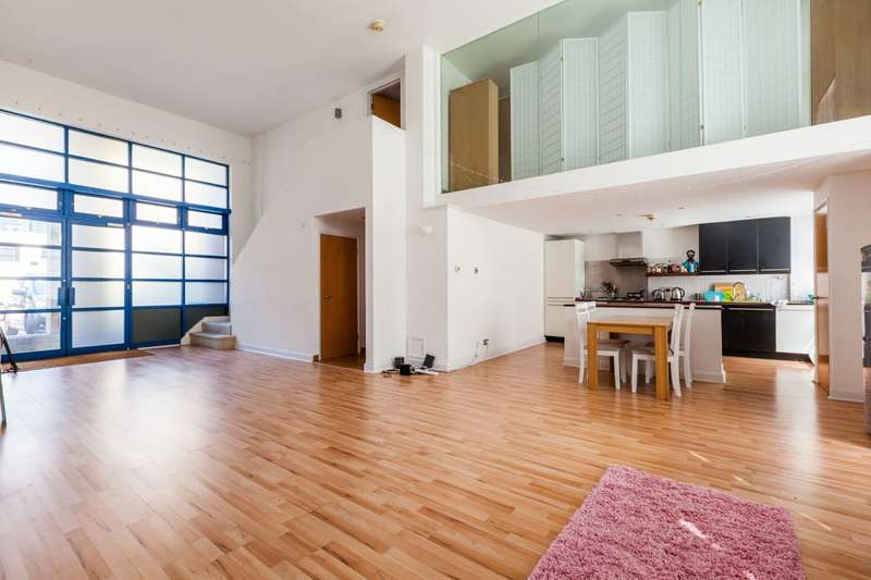 3 Bedrooms Flat for sale in City Pavillion, Shoreditch, E2