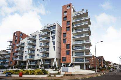 2 Bedrooms Flat for sale in 22-23 The Leas, Westcliff-On-Sea, Essex