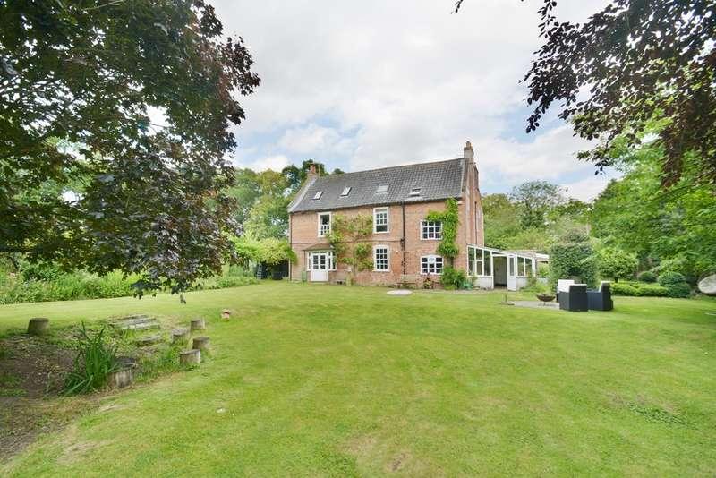 5 Bedrooms Detached House for sale in Wilderness Lane, Harleston