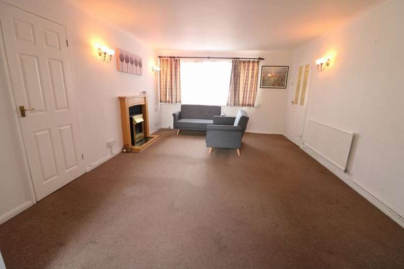 2 Bedrooms Flat for rent in The Ridings Romford Road, Chigwell, IG7