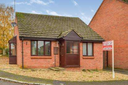 2 Bedrooms Bungalow for sale in Ladymead Close, Whaddon, Milton Keynes, Buckinghamshire
