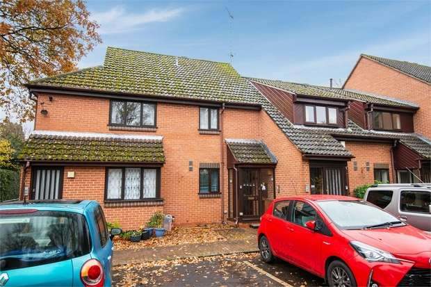 2 Bedrooms Terraced House for sale in Tower Close, Liphook, Hampshire