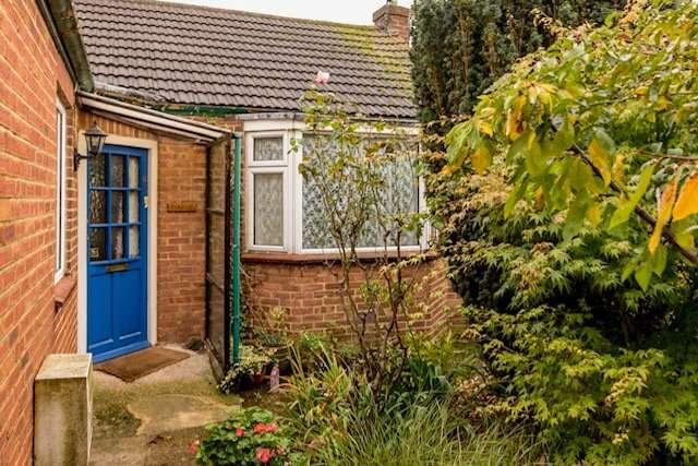 2 Bedrooms Detached Bungalow for sale in Regent Road, Gillingham, Kent, ME7