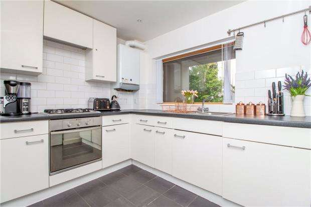 2 Bedrooms Apartment Flat for sale in Scholars Place, Basingstoke Road, Reading