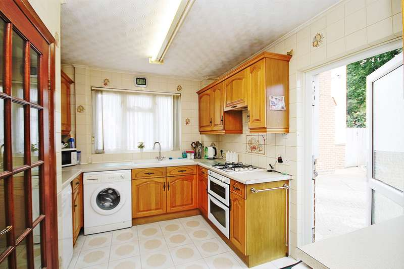 3 Bedrooms House for sale in Kelvin Gardens, Southall, UB1