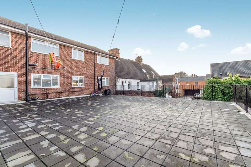 3 Bedrooms Maisonette Flat for sale in Chapel Road, Snodland, Kent, ME6