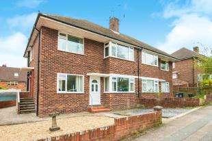 2 Bedrooms Maisonette Flat for sale in Quarry Hill Road, Tonbridge, Kent, .