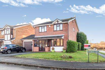 4 Bedrooms Detached House for sale in Salisbury Drive, Cannock, Staffordshire