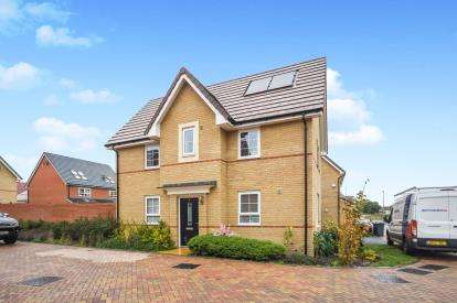 3 Bedrooms Link Detached House for sale in Stanford-le-Hope, Essex