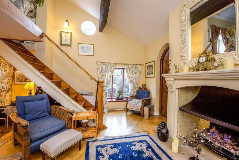 4 Bedrooms Detached House for sale in Old Charlton Road, Shepperton