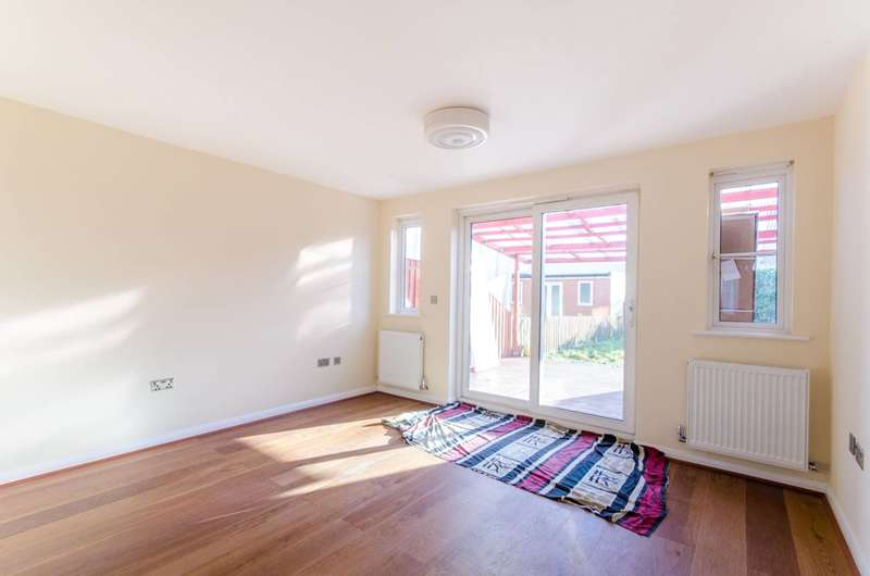 4 Bedrooms Semi Detached House for sale in Goodey Road, Barking, IG11