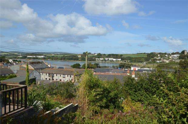 4 Bedrooms Detached Bungalow for sale in Prospect Place, Hayle, Cornwall