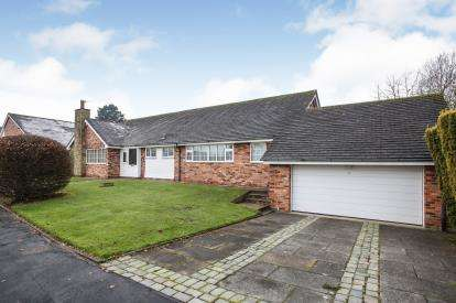4 Bedrooms Bungalow for sale in Willowmead Drive, Prestbury, Macclesfield, Cheshire