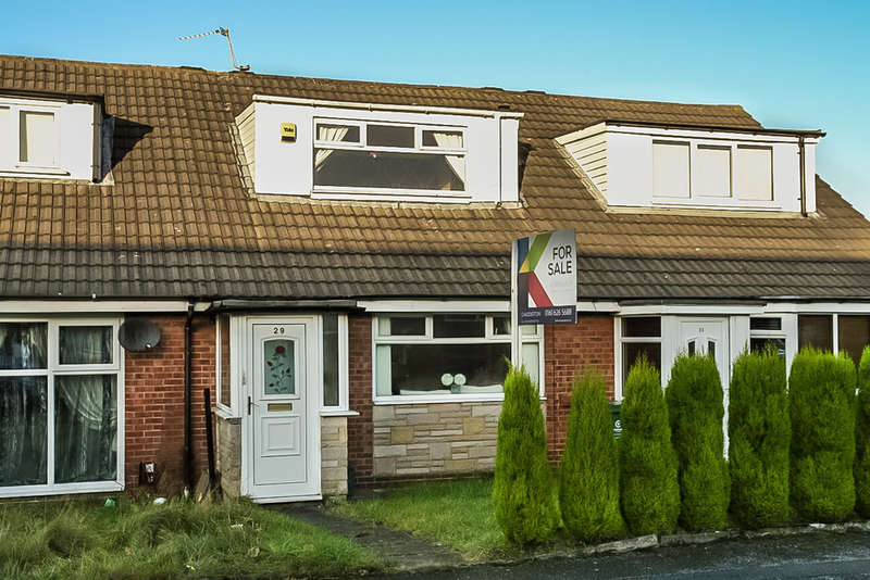 2 Bedrooms Terraced Bungalow for sale in Cranberry Street, Oldham
