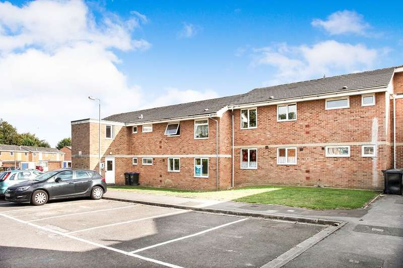3 Bedrooms Flat for sale in Abbatt Close, Ludgershall, Andover, SP11