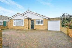 4 Bedrooms Bungalow for sale in Leonard Road, Greatstone, New Romney, Kent