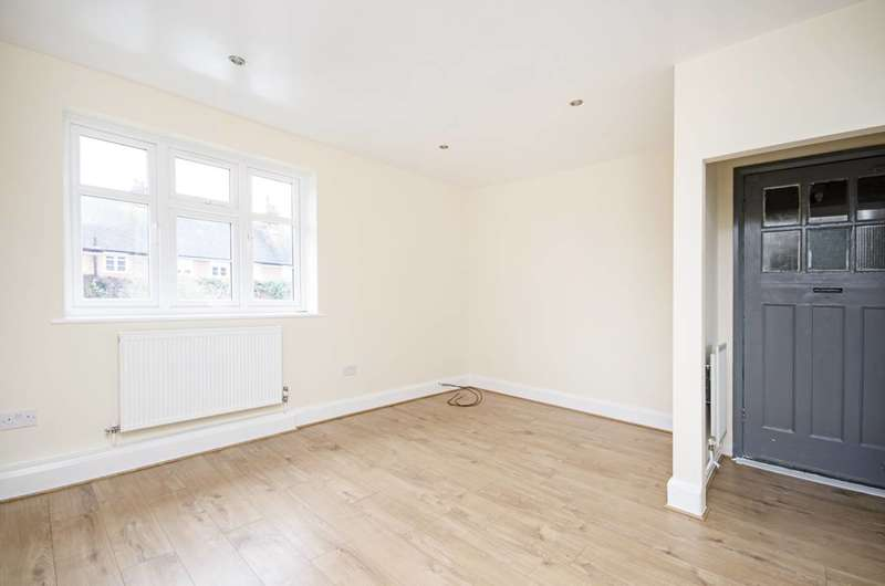 2 Bedrooms Flat for sale in Addison Way, Hampstead Garden Suburb, NW11