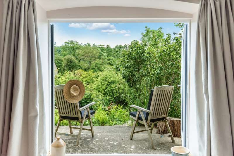 5 Bedrooms Semi Detached House for sale in Uley