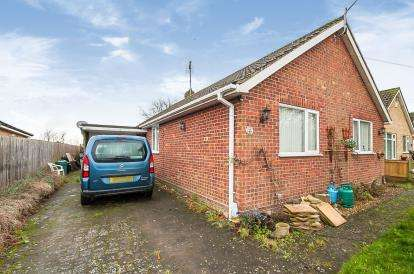 3 Bedrooms Bungalow for sale in Church Lane, Moulton, Spalding, Lincolnshire