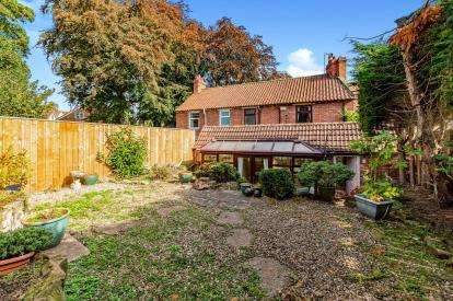 3 Bedrooms Terraced House for sale in The Wynd, Hutton Rudby, Yarm, North Yorkshire