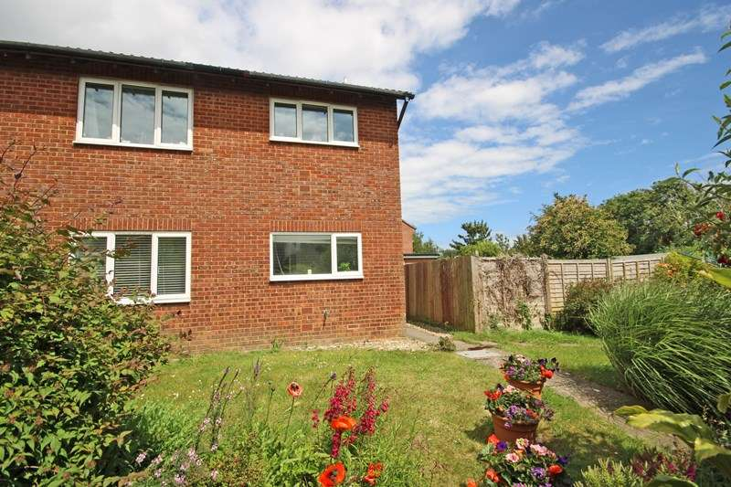 2 Bedrooms Apartment Flat for sale in Carisbrooke Court, New Milton, Hampshire, BH25