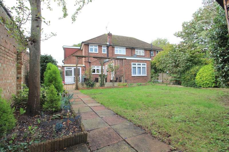 3 Bedrooms Semi Detached House for sale in Fontmell Park, Ashford, TW15