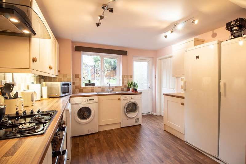3 Bedrooms Terraced House for sale in Spring Drive, Stevenage SG2